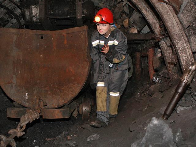 Мика Ньютон в шахте