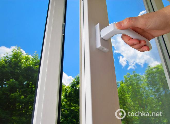 Узнай, почему потеют пластиковые окна и что с этим делать?