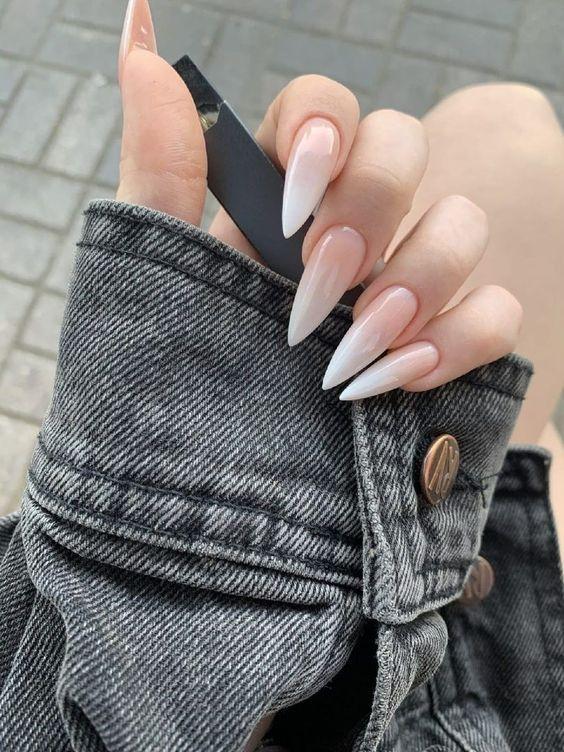 Форма нігтів стилет — тренд манікюру