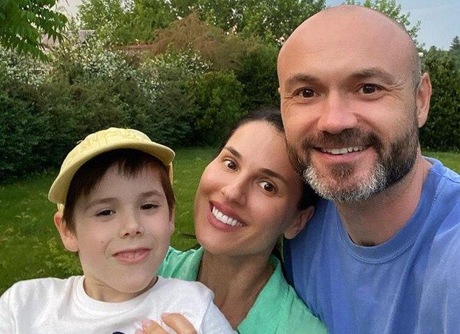 Маша Ефросинина с мужем и сыном