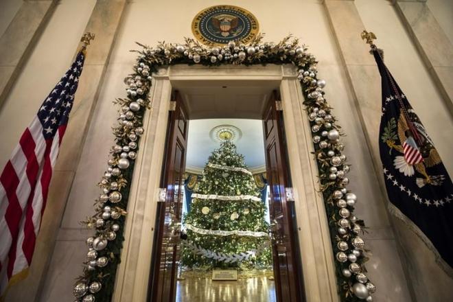 Белый дом на Рождество