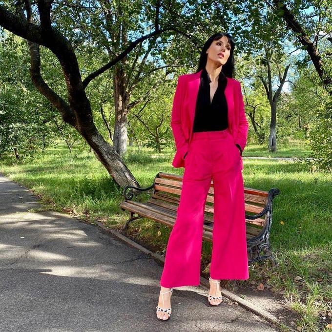Модні класичні брюки, які носять українські знаменитості