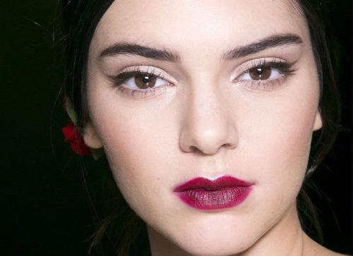 Б'юті-тренд весни: ефект недофарбованих губ