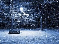 Лавочка, фонарь и снег