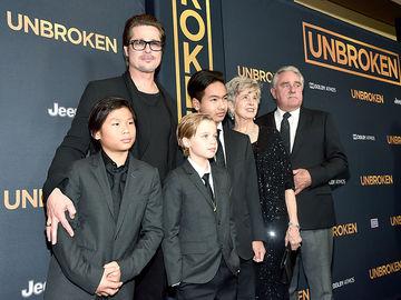 Бред Пітт з батьками та дітьми