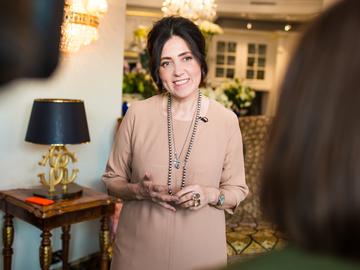 Виктория Гресь презентовала коллекцию осень-зима 2019/20, навеянную образом Катрин Денев