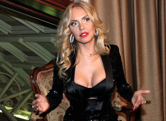 Маша Малиновська показала груди
