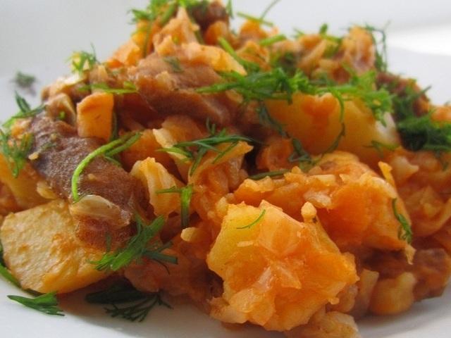 Тушеная капуста с мясом и картошкой рецепты