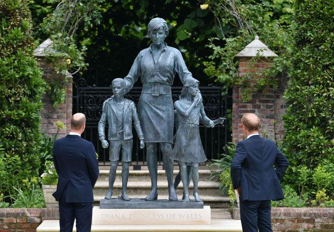 Принцы Уильям и Гарри на открытии памятника принцессе Диане