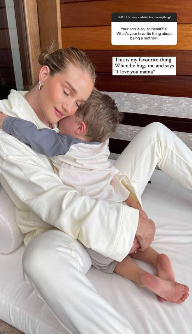 Розі Хантінгтон-Уайтлі з сином