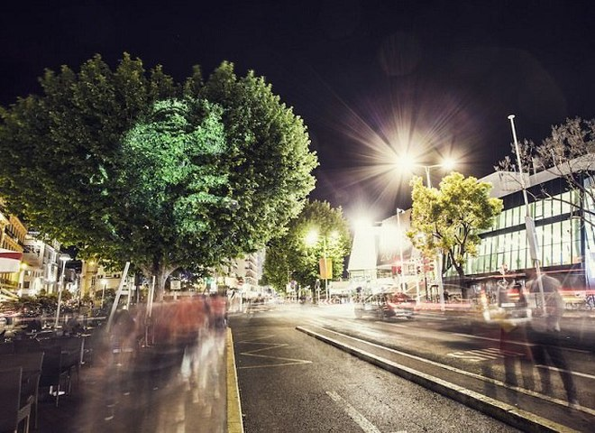 Необычный стрит-арт в Париже от Филиппа Ешару