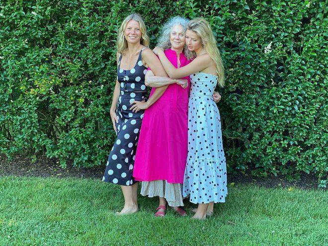 Гвінет Пелтроу з мамою і дочкою