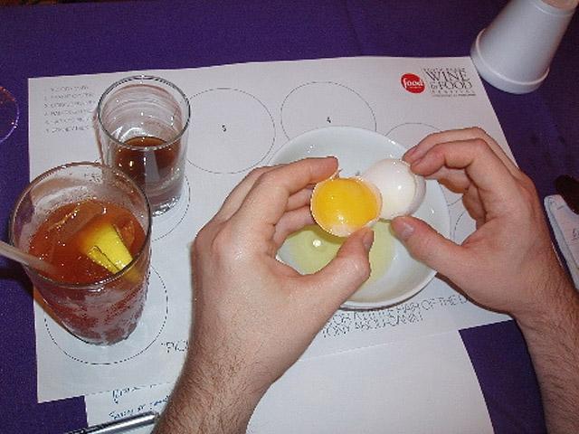 Як лікують похмілля в США, коктейль Prairie Oyster