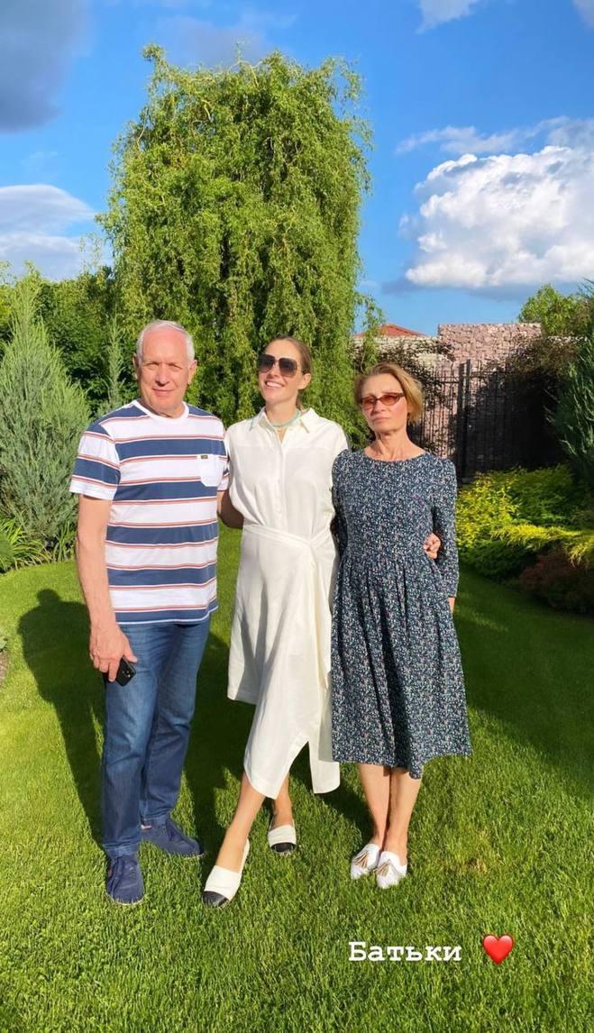 Катя Осадча з батьками