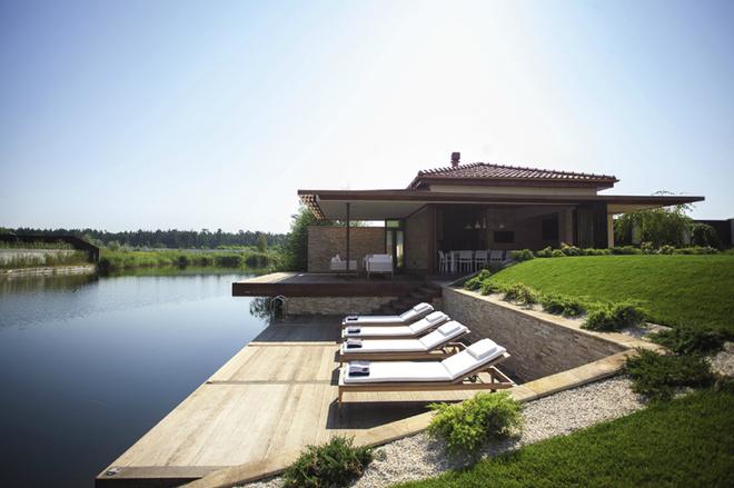Летний домик у озера