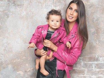 Кэти Топурия с дочкой