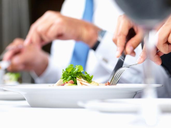 деловой обед требует особых правил поведения
