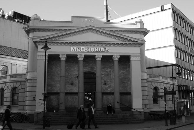 Незвичайні будівлі McDonald's по всьому світу
