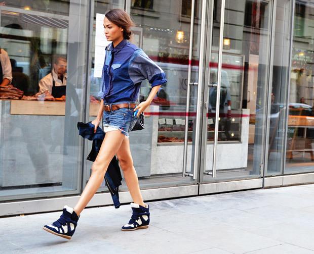 Как носить кроссовки: street-style примеры