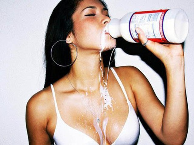 Лесбиянка пьет молочко смотреть