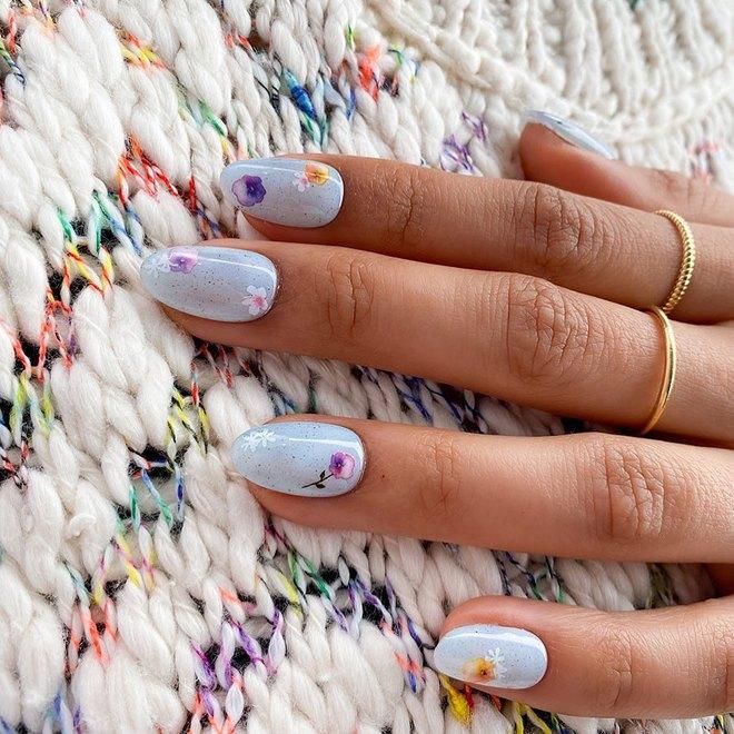 Пляжный маникюр: свежие идеи дизайна ногтей на лето