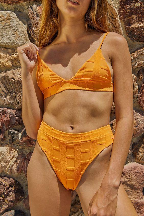 Махровые купальники — главный тренд лета