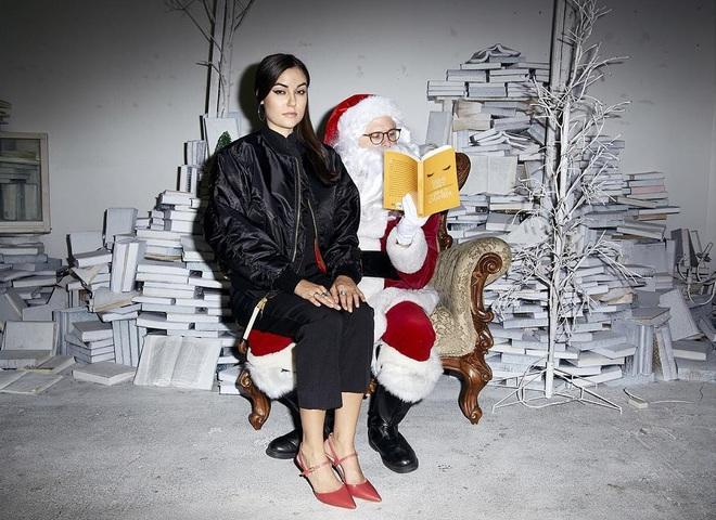 Саша Грей выпустила рождественскую коллекцию одежды
