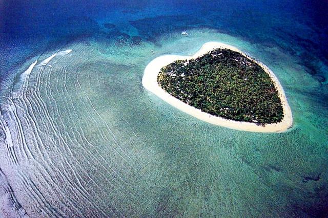 Самые романтические места планеты в виде сердца:Остров Tаваруа в форме сердца в Фиджи