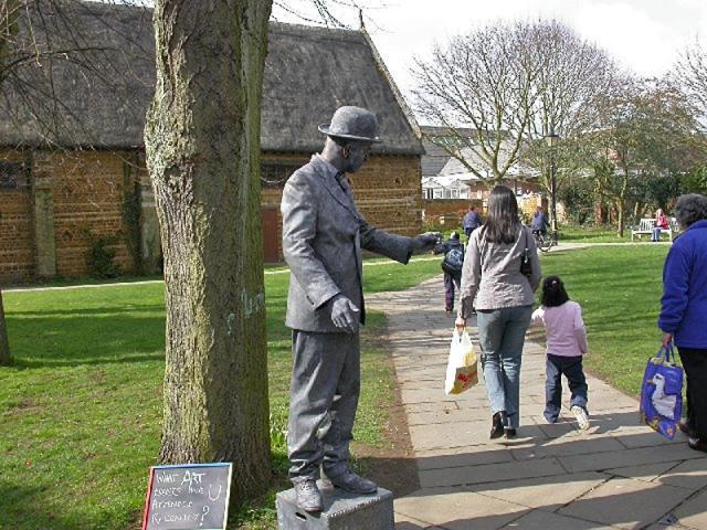 Живые скульптуры: Англия