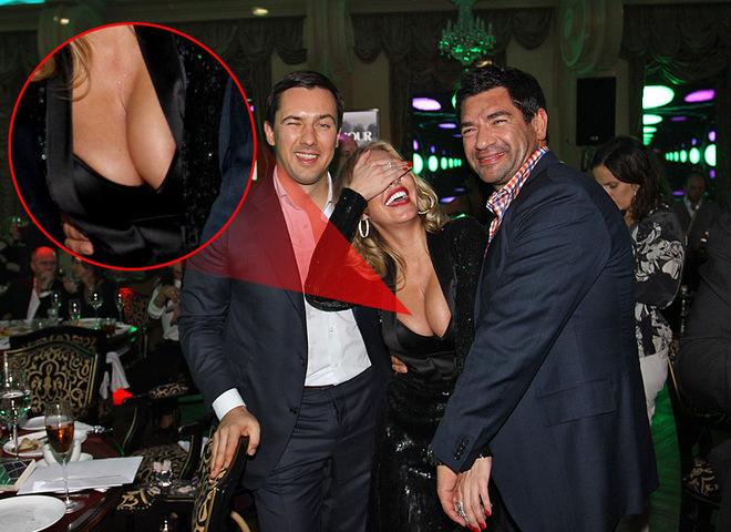 Маша Малиновская показала грудь