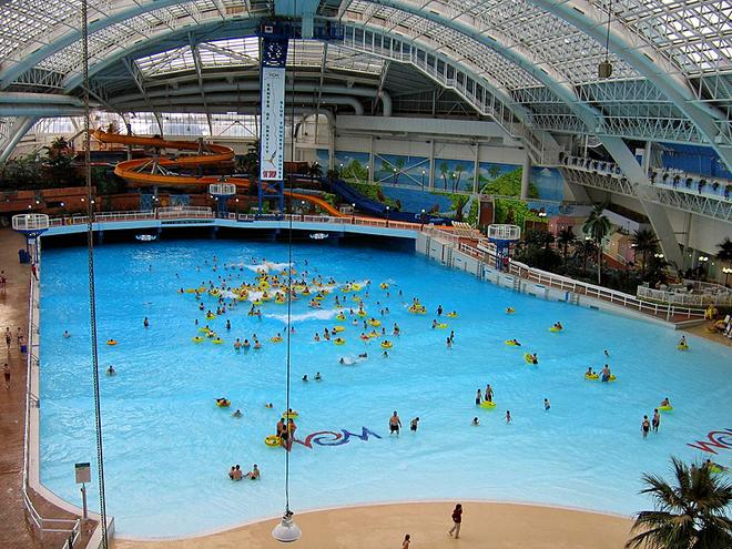5 удивительных шопинг-центров мира: West Edmonton Mall, Альберта, Канада