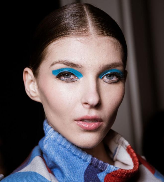 Модные брови 2017: ровные и четкие линии