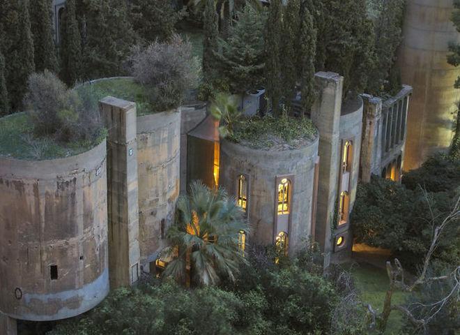 Архитектор превратил старый цементный завод в современную виллу (и это очень красиво)