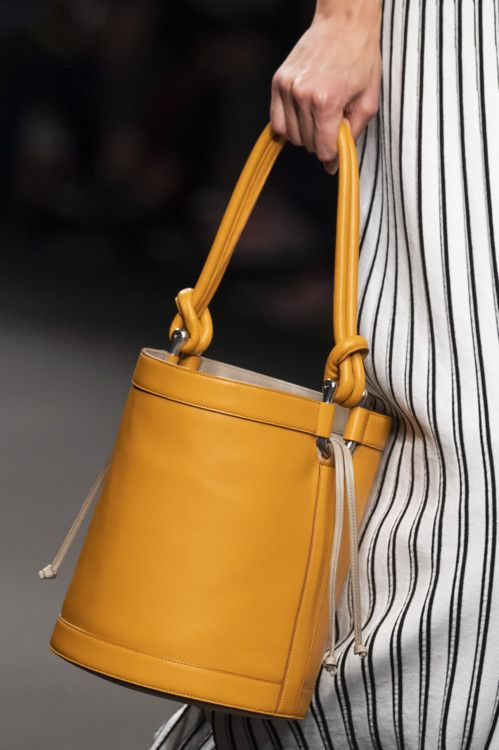 Модні яскраві сумки на літо 2020