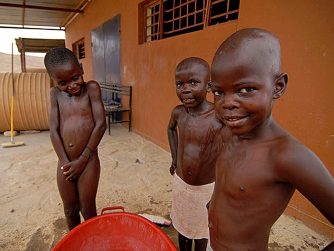 фото девушки писают на африке