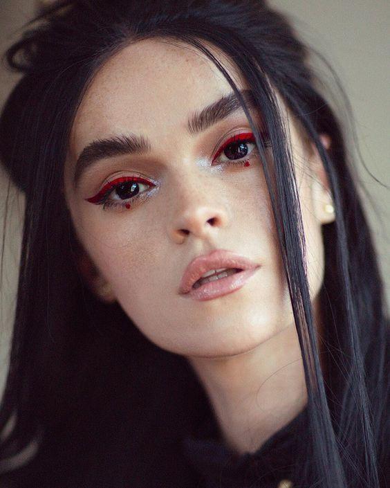 10 идей макияжа с оттенком красного