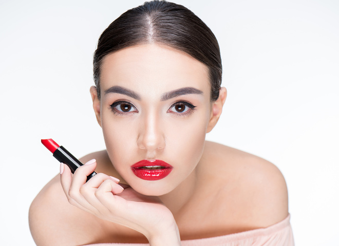 Стійкий макіяж губ: рекомендації для нанесення помади