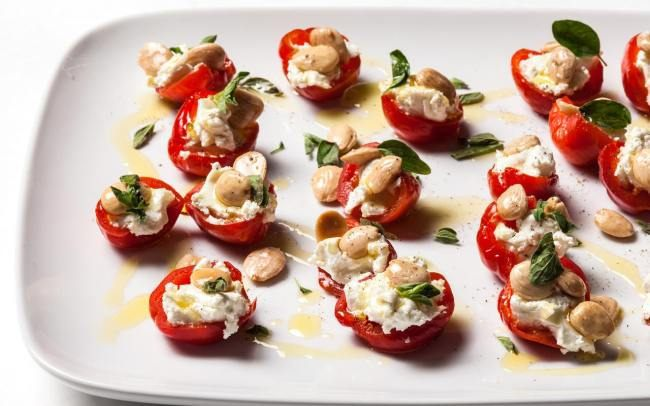 В'ялені помідори з сиром та горіхами