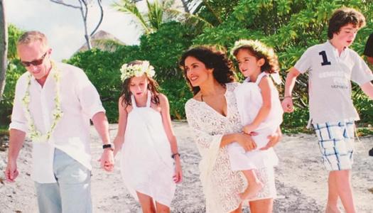 Сальма Хайек с семьей