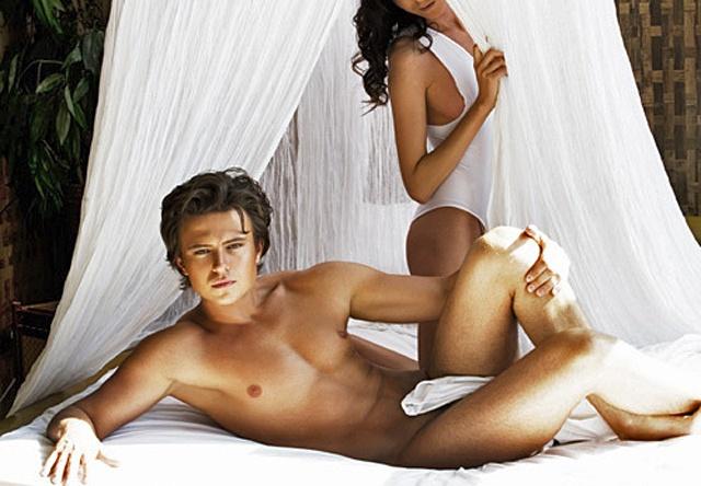 Сексуальная жена фотографируется голой для мужа  499393