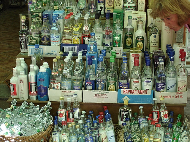 Що купити в Греції: узо - анісова горілка