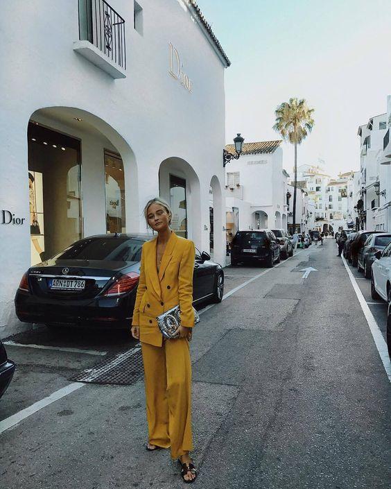 Желтый цвет наряды
