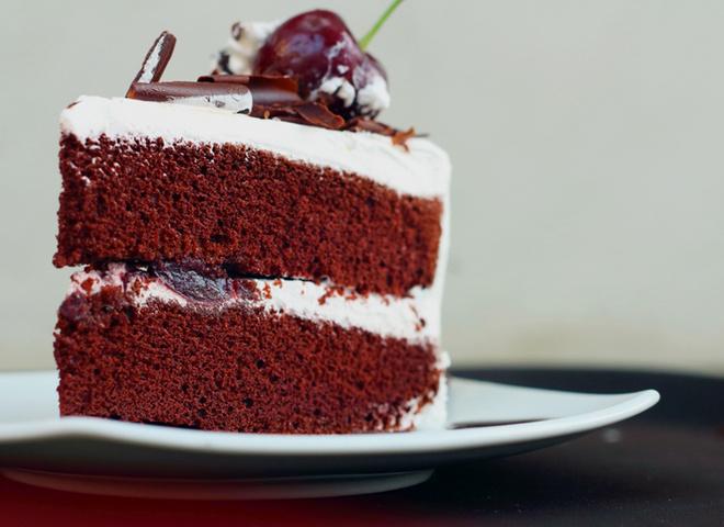 Сирний кекс, сливовий сік, торт п'яна вишня