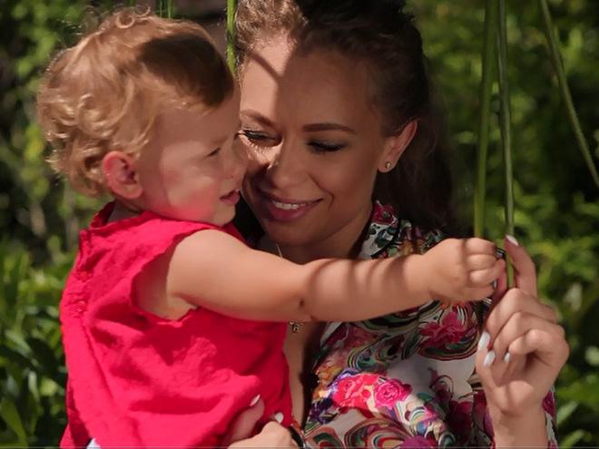 Яна Соломко з дочкою