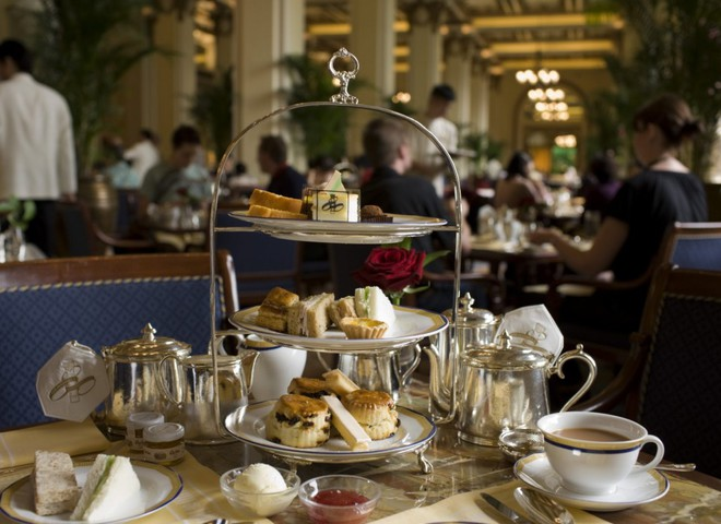 В лондонском отеле угощают брендовыми пирожными