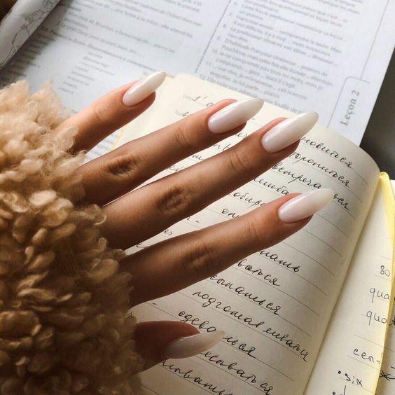 Мигдаль — модна форма нігтів