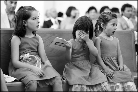 Реакция детей на свадебный поцелуй.