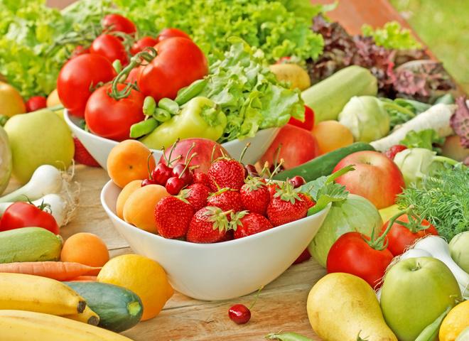 Легкие летние салаты: рецепты  с фото на каждый день