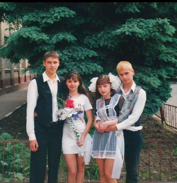 Архивные фото Виктории Булитко с друзьями: как выглядела актриса в юности
