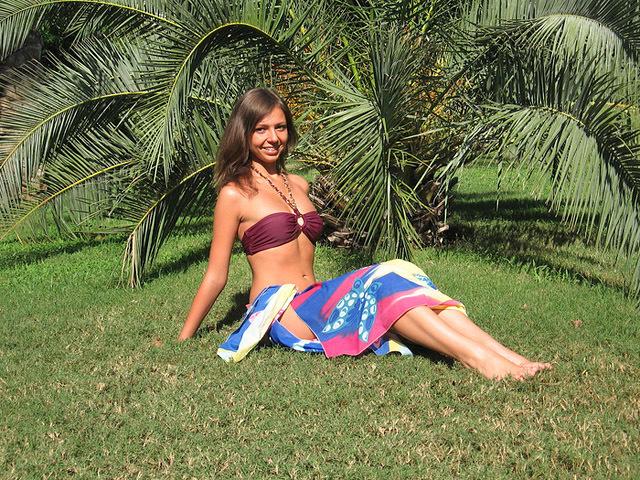 Найсмішніші фото українців за кордоном: дівчата і пальми